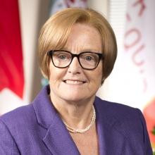 Headshot of Eileen Daunt
